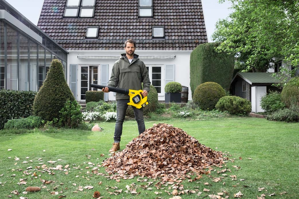 Cleaning your garden without limits - Battery-powered garden tools from Kärcher
